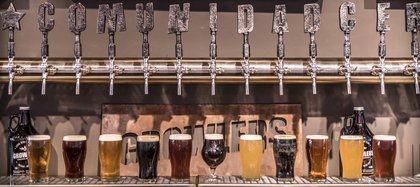 Tienen más de 40 estilos de cervezas artesanales que van rotando
