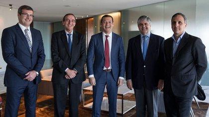 Gustavo Albrecht (Wintershall), Jean Marc Hosanski (Total Austral) Omar Gutiérrez (gobernador de Neuquén), Miguel Ángel Gutiérrez (YPF) y Marcos Bulgheroni (PAE).