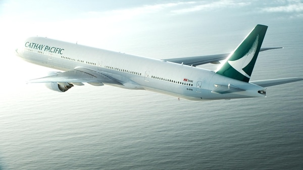La aerolínea Cathay Pacific no cambiará de rutas, por el momento