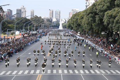 Miles de personasestuvieron presente en el desfile militar en conmemoración a un nuevo aniversario del Día de la Independencia