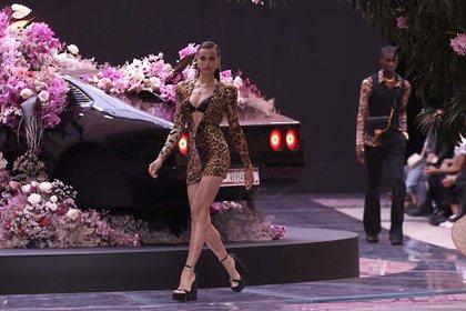 La modelo Irina Shayk en Milán, Italia (AP Photo/Luca Bruno)