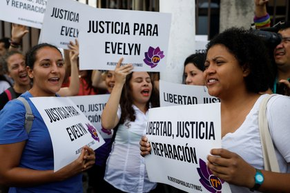 Manifestantes reclamaron por la libertad y reparación para Hernández (Reuters)