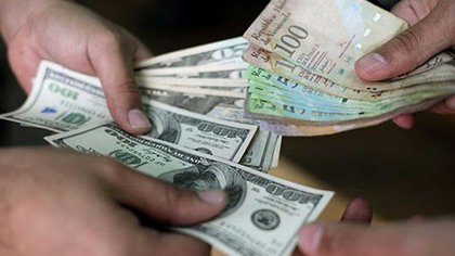 El bolívar sigue depreciándose frente al dólar