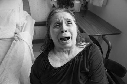 Rachel ha pasado 40 de sus 82 años internada debido a la discapacidad que le produjo la violencia doméstica. (Hannah Kozak / He Threw The Last Punch Too Hard / FotoEvidence)