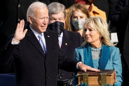 Joe Biden jura como el presidente número 46 de Estados Unidos. Washington, EEUU, 20 de enero de  2021 (Andrew Harnik/Pool via REUTERS)