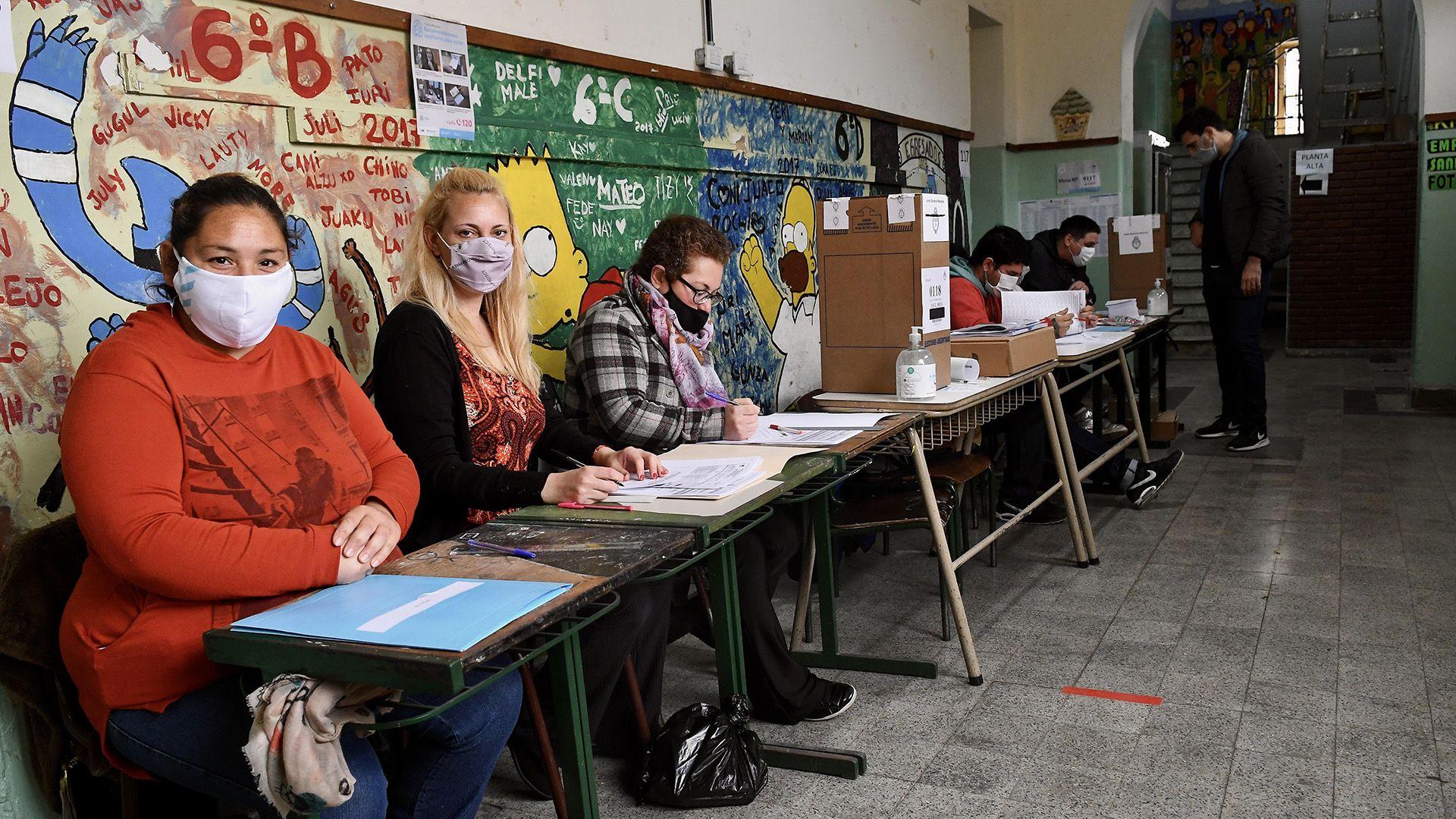 mesas boletas colas padrones escuelas elecciones legislativas Paso 2021