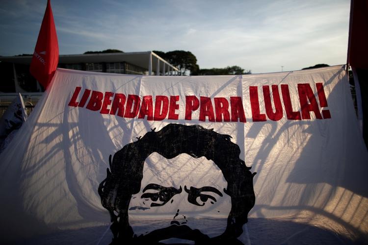 Simpatizantes de Lula celebraron la decisión del Supremo (REUTERS/Ueslei Marcelino)