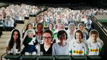 El Borussia Mönchengladbach lucirá figuras de cartón en sus gradas cuando les toque jugar de local (REUTERS)