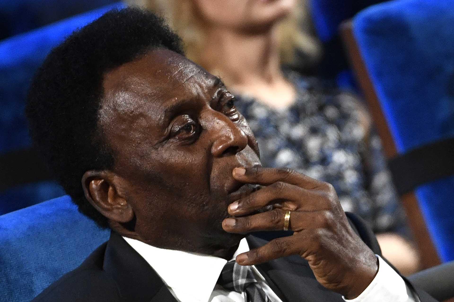 A poco de cumplir 80 años, Pelé confirmó que todavía se mantiene activo pese a sus dificultades físicas.