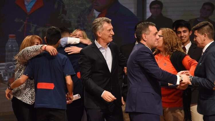 El presidente Mauricio Macri y el ministro Alejandro Finocchiaro entregaron el reconocimiento