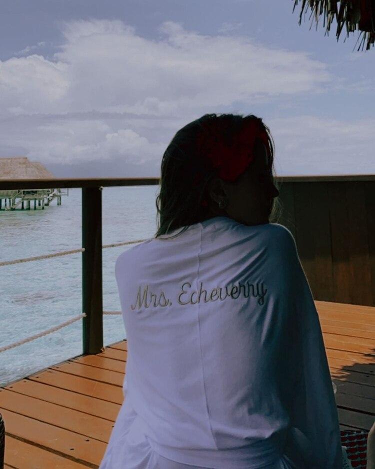EvaLuna compartió una foto con la bata puesta de su ahora esposo Camilo (Foto: Instagram / @evalunamontaner)