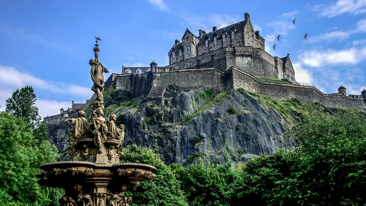 El castillo de Edimburgo es la atracción paga más visitada de Escocia (Shutterstcok)