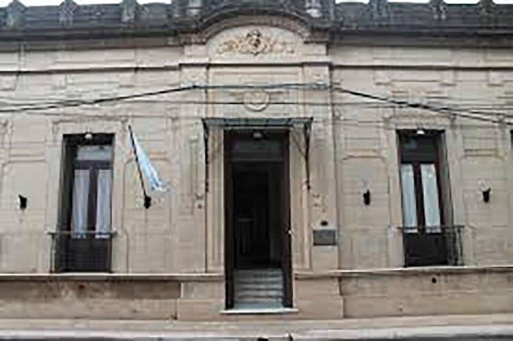 La fachada del edificio que alberga el Archivo correntino