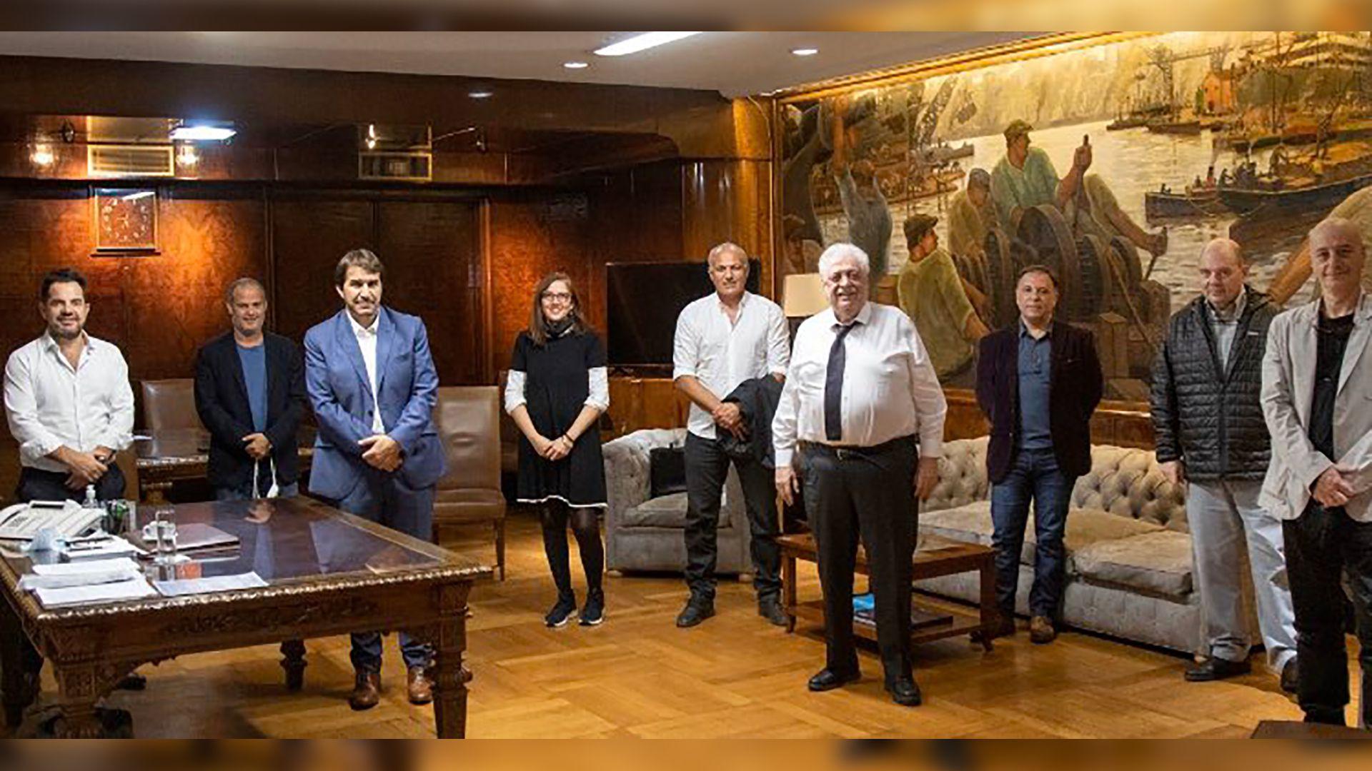 Los representantes de AADET junto al ministro Ginés González García
