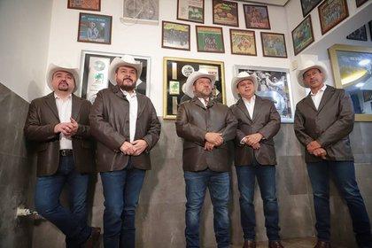 En cada álbum, el quinteto regiomontano incluye algún elemento innovador como mezclas de música norteña con ritmos latinos, con acordeón, bajo sexto y batería (Foto: Instagram @grupopesado)