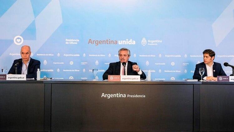 Alberto Fernández, Axel Kicillof y Horacio Rodríguez Larreta durante una conferencia de prensa en la quinta de Olivos