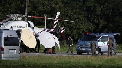El helicóptero que transportó a los niños evacuados (Reuters)