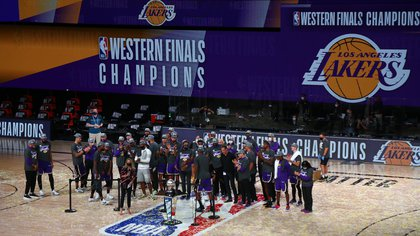 Sep 26, 2020; Lake Buena Vista, Florida, USA;  Los Angeles Lakers players celebrate on the court after defeating the Denver Nuggets game five of the Western Conference Finals of the 2020 NBA Playoffs at AdventHealth Arena. Mandatory Credit: Kim Klement-USA TODAY Sports