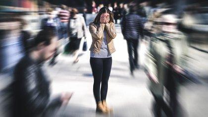 """Los especialistas observan """"afectación de la salud mental, depresión, ansiedad, violencia doméstica, abuso infantil, distanciamiento familiar"""" (Shutterstock)"""