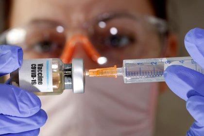 El desarrollo normal de una vacuna toma casi una década. Pero en el caso del COVID-19 se obtendrá en tiempo récord. REUTERS/Dado Ruvic