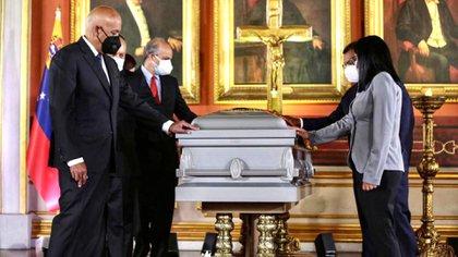 Jorge Rodríguez, Diosdado Cabello, Delcy Rodríguez y todo el alto gobierno en el homenaje a Aristóbulo