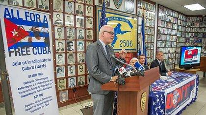 El director de la Asamblea de la Resistencia Cubana dijo que recogerán firmas para instar el presidente Trump, a impulsar cambios legislativos que les permitan juzgar a los responsables de la represión en Cuba