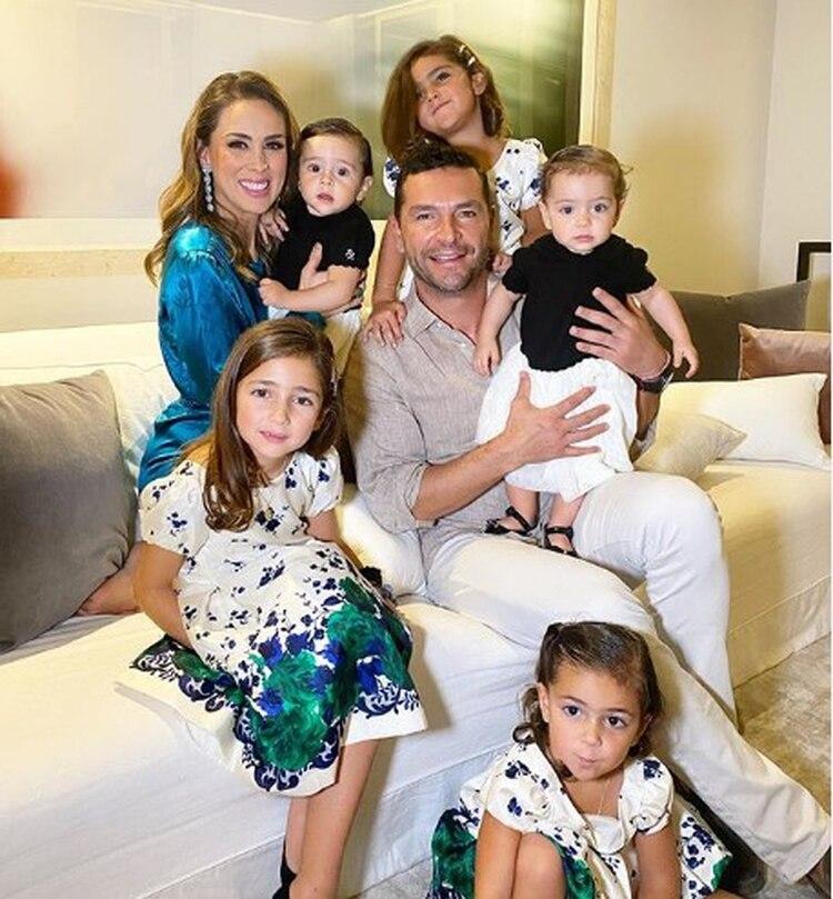 La actriz es madre de cinco hijas (IG: jackybrv)