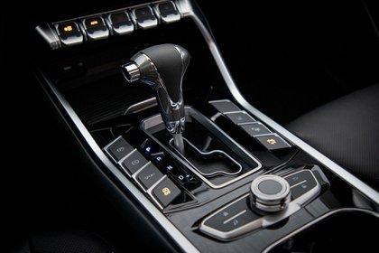 El motor 1.5 de 143 caballos está acompañado de un transmisión automática CVT con ocho marchas preprogramadas.