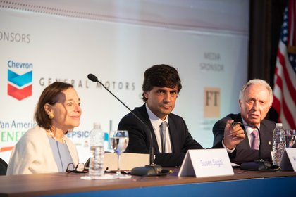 Susan Segal, de AS/COA, el ministro Lacunza y Jorge Di Fiori, de la Cámara de Comercio
