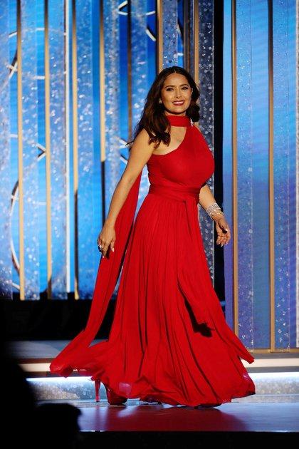 Salma Hayek se robó las miradas de los Golden Globes con espectacular vestido rojo (Foto: Christopher Polk/NBC Handout via REUTERS)