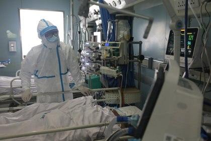 """""""Sin una acción urgente, partes de los Estados Unidos se quedarán sin respiradores en las semanas por venir"""", advirtió Daniel Horn. (China Daily via REUTERS)"""