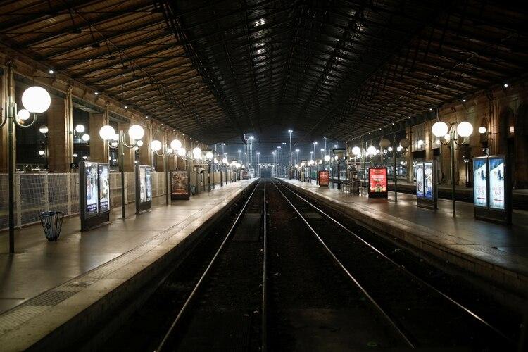 Andenes vacíos en la estación Gare du Nord, en París (Reuters)