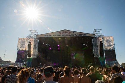 Casi 15 mil personas pasaron por el festival. Pese a los 35 calurosos y pegajosos grados del sábado, el público acompañó desde muy temprano a sus artistas favoritos