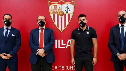 Marcos Acuña fue presentado en Andalucía por las autoridades del Sevilla