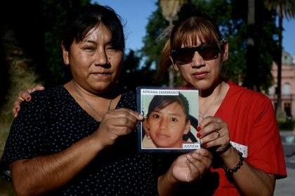 Mercedes y Miriam Zambrano sufrieron la pérdida de su hermana. El primer observatorio en el que se contaron femicidios en el país lleva su nombre: Adriana Marisel Zambrano
