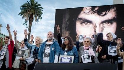 La familia del joven artesano en una de las muchas movilizaciones (Martín Rosenzveig)