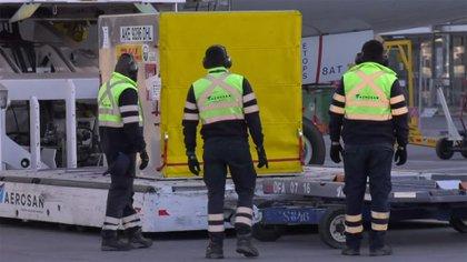 Al llegar las más de 11 mil dosis a Chile, se destacó que se aumentó a más de 600 mil la capacidad de almacenamiento en los ultra congeladores