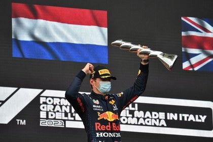 Foto del domingo del piloto de Red Bull Max Verstappen celebrando tras ganar en Imola.  - Abril 18, 2021  REUTERS/Jennifer Lorenzini