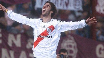 Gonzalo Higuaín con la camiseta de River (Foto: Télam)