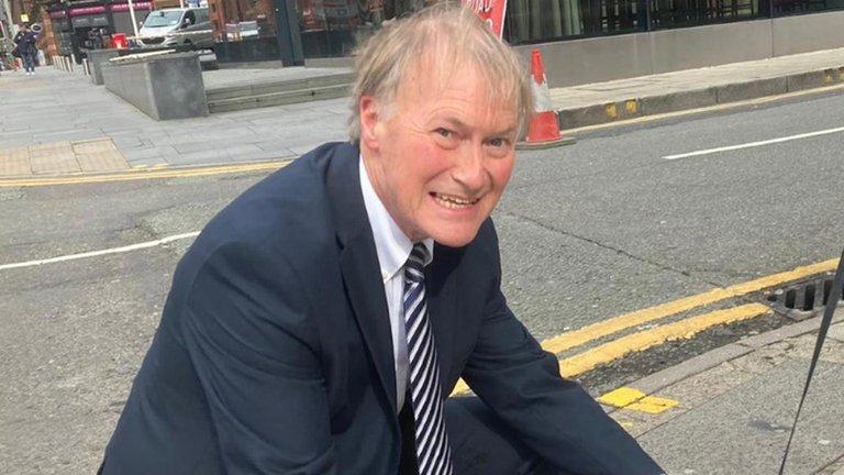 Conmoción en el Reino Unido: el diputado conservador británico David Amess fue asesinado a puñaladas durante un acto en una iglesia