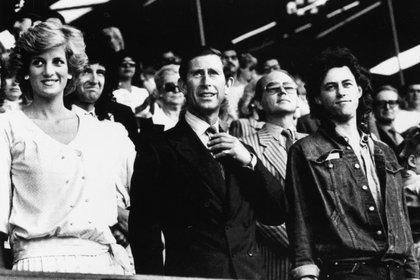 Bob Geldof, inspirador de USA for Africa. En la imagen, junto a la princesa Diana y al príncipe Carlos en Wembley (Foto: REUTERS/Rob Taggart)