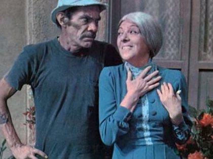 """Don Ramón (Ramón Valdés) y """"la Bruja del 71"""" (Angelines Fernández), en """"El chavo del 8"""""""