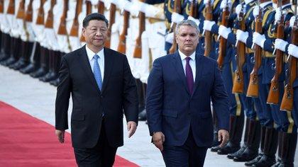 El presidente de Colombia, Iván Duque Márquez, y el presidente de China, Xi Jinping (AFP)