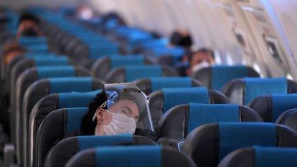 La gran mayoría de los aviones tienen excelentes filtros de partículas de aire de alta eficiencia (HEPA) que capturan más del 99 por ciento de las partículas en el aire