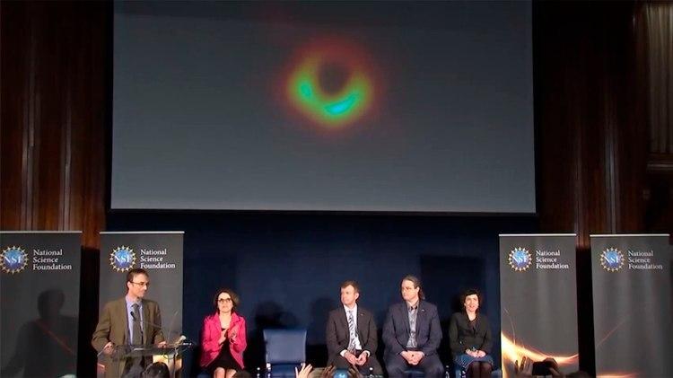 Parte de los científicos el proyecto EHT presentan en Washington la primera imagen de un agujero negro
