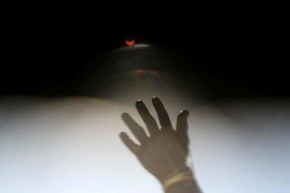Foto del eclipse en Chile, donde las nubes trajeron problemas para observarlo - REUTERS/Ivan Alvarado