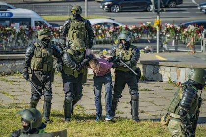 11/08/2020 Las fuerzas de seguridad arrestan a un manifestante en Minsk POLITICA EUROPA BIELORRUSIA INTERNACIONAL CELESTINO ARCE LAVIN  ZUMA PRESS  CONTACTO