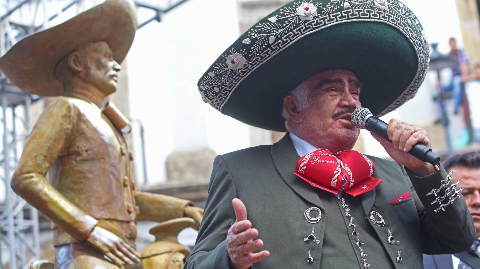 Vicente Fernández develó una estatua en su honor, pero no se parecen, según los fans (Foto: Cuartoscuro)