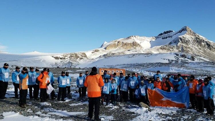 La base Esperanza fue por primera vez escenario de una maratón en la Escuela Antártica, el único claustro de estudios de las siete bases argentinas