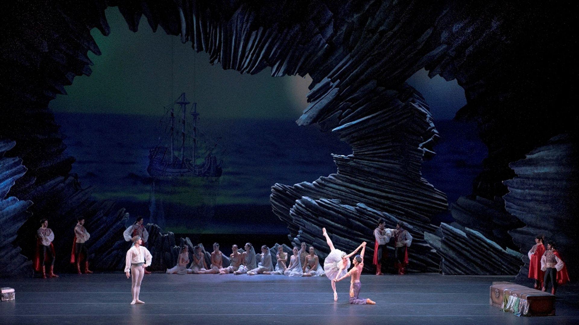 """La producción de """"El Corsario"""" que se reponeesta semana en el Teatro Colón. Foto: Arnaldo Colombaroli"""